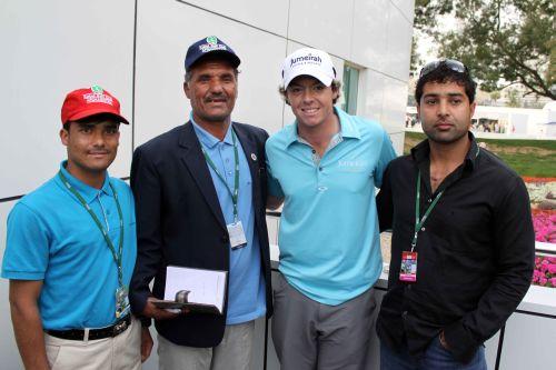 Rory mit Mitgliedern des Kabul Golf Club